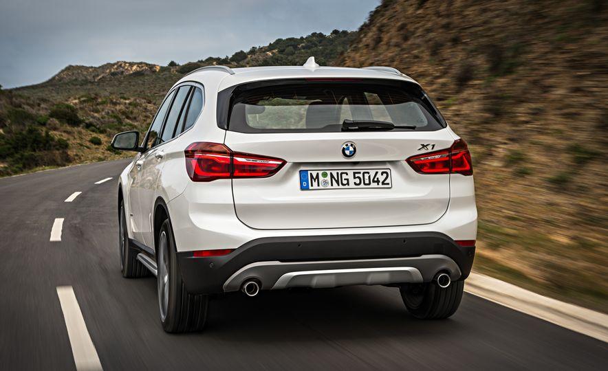 2016 BMW X1 xDrive25i (Euro-spec) - Slide 27