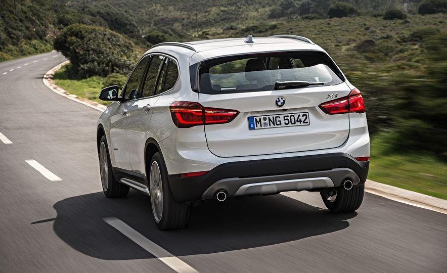 2016 BMW X1 xDrive25i (Euro-spec) - Slide 28