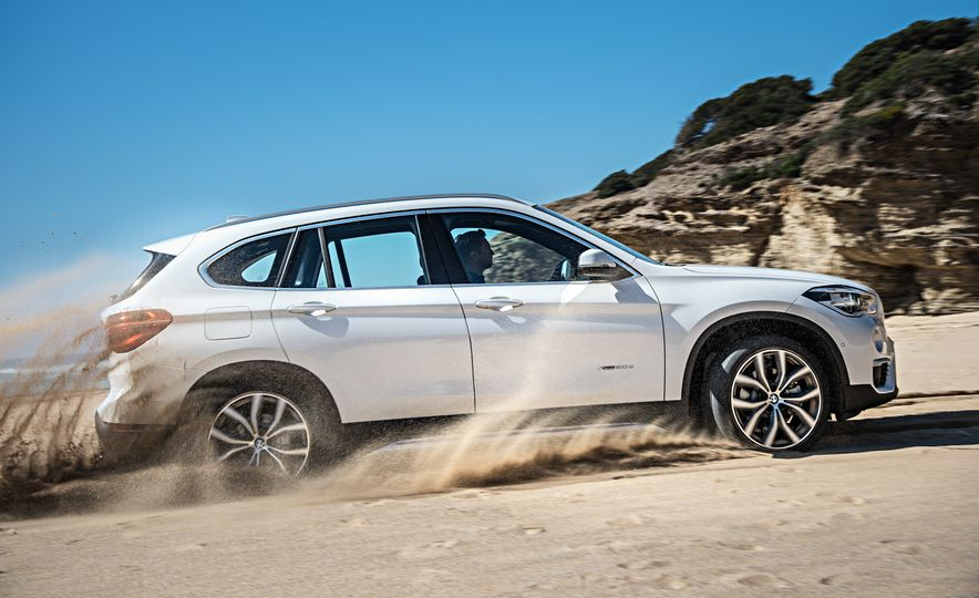 2016 BMW X1 xDrive25i (Euro-spec) - Slide 38