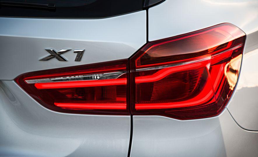 2016 BMW X1 xDrive25i (Euro-spec) - Slide 51