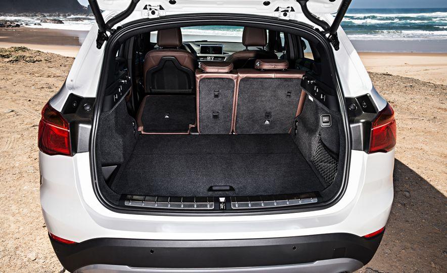 2016 BMW X1 xDrive25i (Euro-spec) - Slide 56