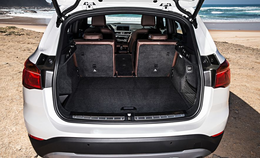 2016 BMW X1 xDrive25i (Euro-spec) - Slide 58