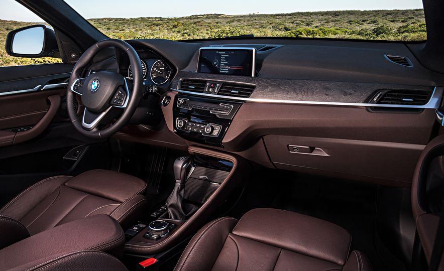 2016 BMW X1 xDrive25i (Euro-spec) - Slide 61