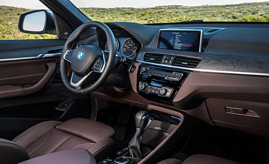 2016 BMW X1 xDrive25i (Euro-spec) - Slide 62