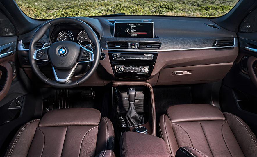 2016 BMW X1 xDrive25i (Euro-spec) - Slide 64