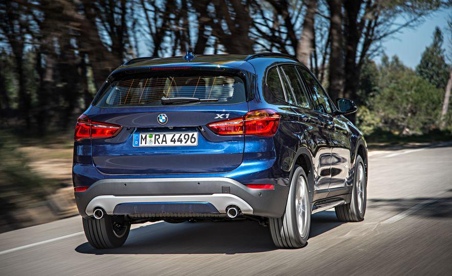 2016 BMW X1 xDrive25i (Euro-spec) - Slide 2