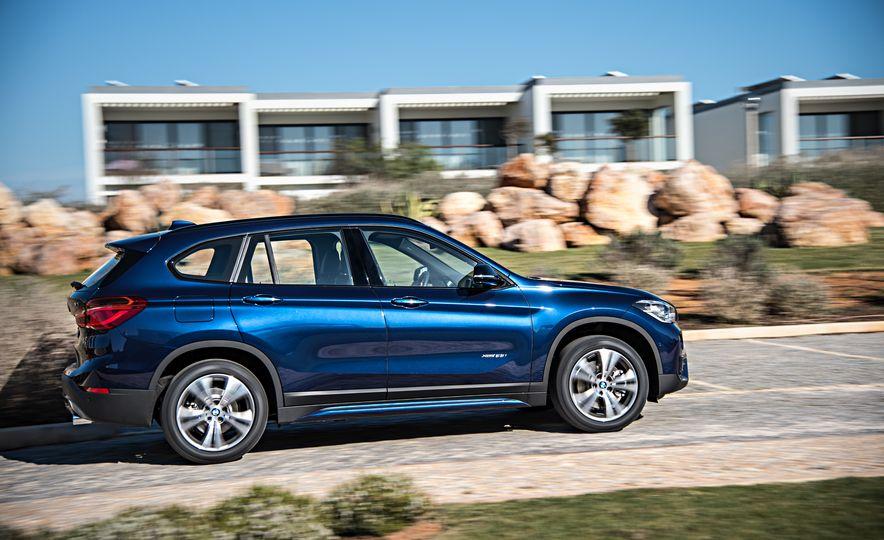 2016 BMW X1 xDrive25i (Euro-spec) - Slide 3