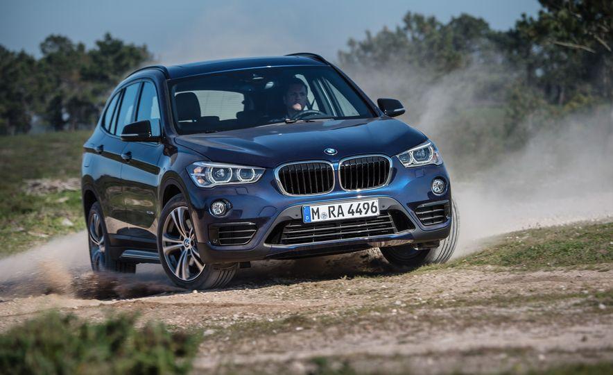 2016 BMW X1 xDrive25i (Euro-spec) - Slide 4