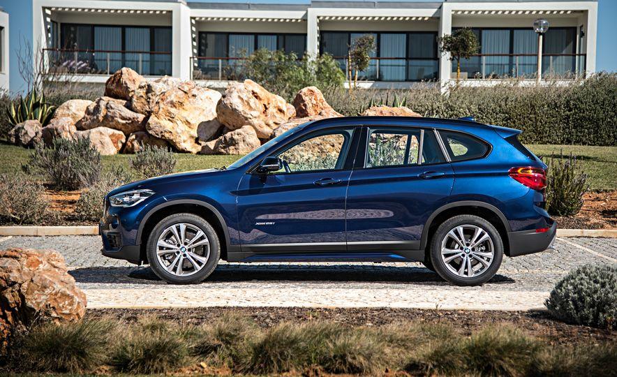 2016 BMW X1 xDrive25i (Euro-spec) - Slide 9