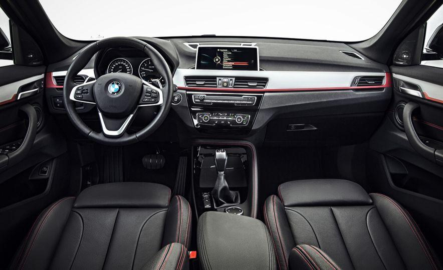 2016 BMW X1 xDrive25i (Euro-spec) - Slide 17