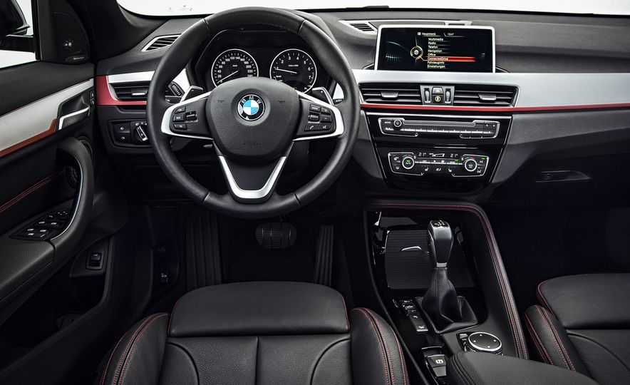 2016 BMW X1 xDrive25i (Euro-spec) - Slide 18