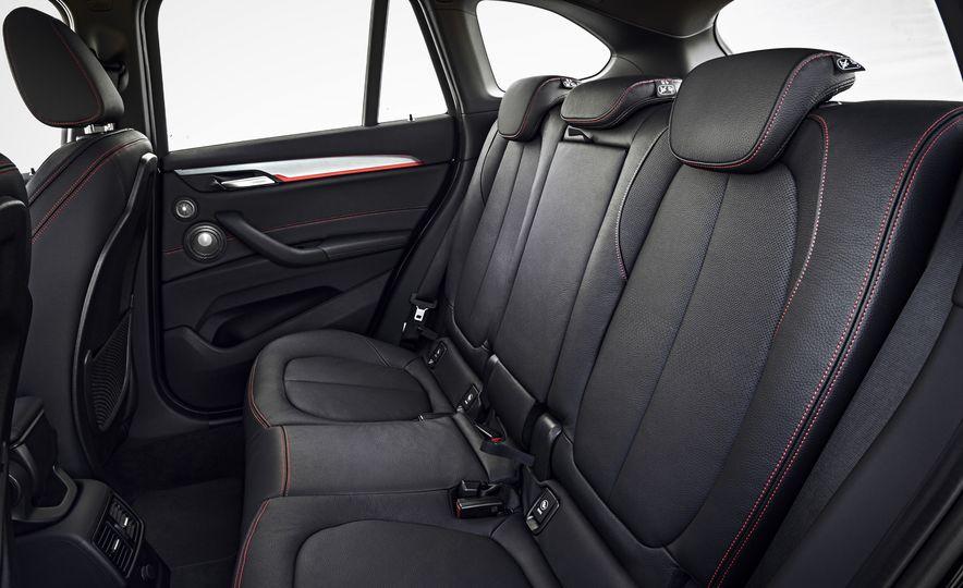2016 BMW X1 xDrive25i (Euro-spec) - Slide 19