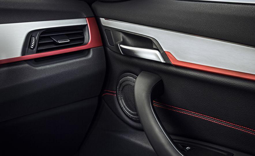 2016 BMW X1 xDrive25i (Euro-spec) - Slide 21