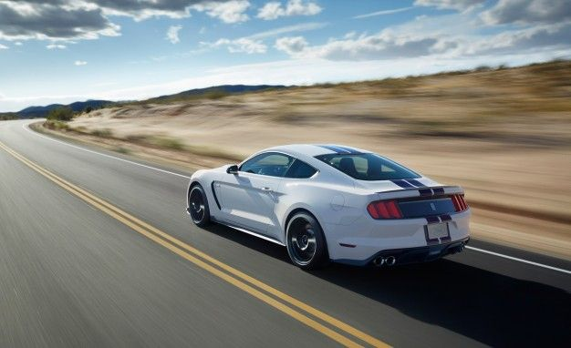 Ford Mustang Shelby GT350 / GT350R Reviews | Ford Mustang Shelby GT350 /  GT350R Price, Photos, And Specs | Car And Driver