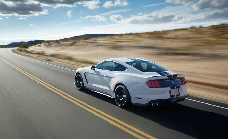 2016 Ford Mustang Shelby GT350 - Slide 2