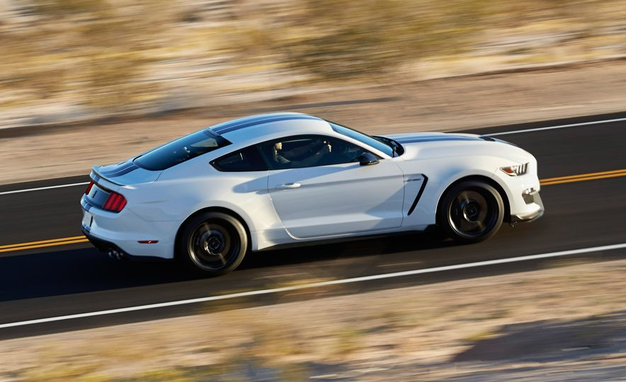 2016 Ford Mustang Shelby GT350 - Slide 4