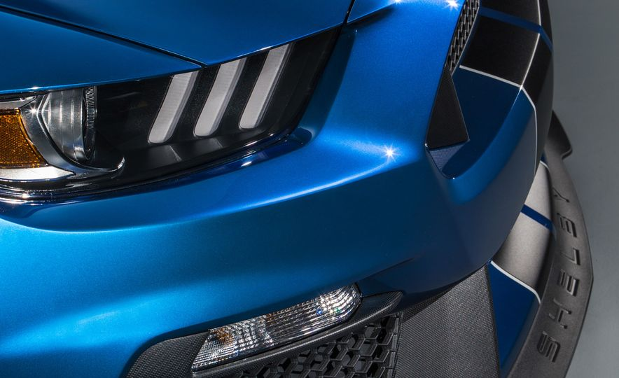 2016 Ford Mustang Shelby GT350R - Slide 11