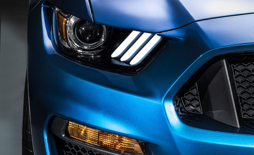 2016 Ford Mustang Shelby GT350R - Slide 12
