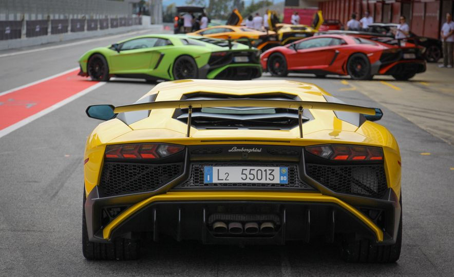 2016 Lamborghini Aventador LP750-4 SVs - Slide 22