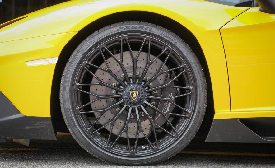 2016 Lamborghini Aventador LP750-4 SVs - Slide 24