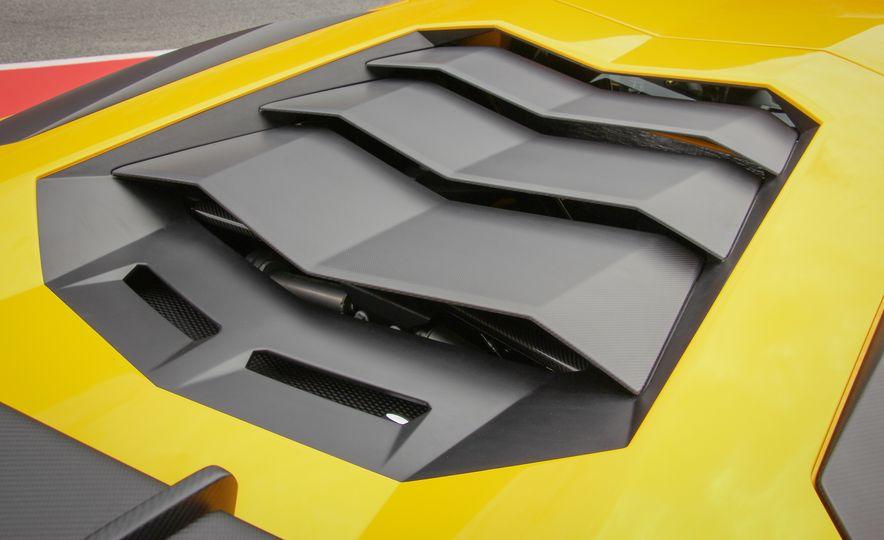 2016 Lamborghini Aventador LP750-4 SVs - Slide 27