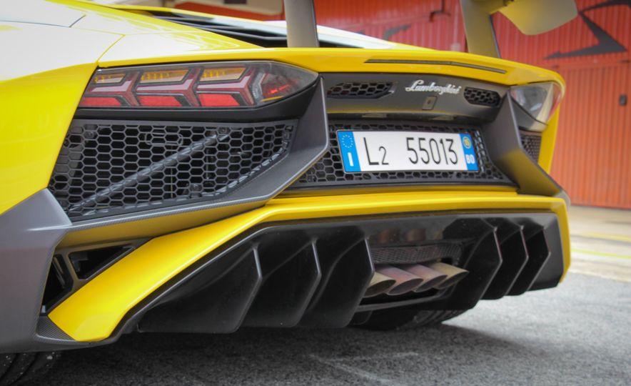 2016 Lamborghini Aventador LP750-4 SVs - Slide 28