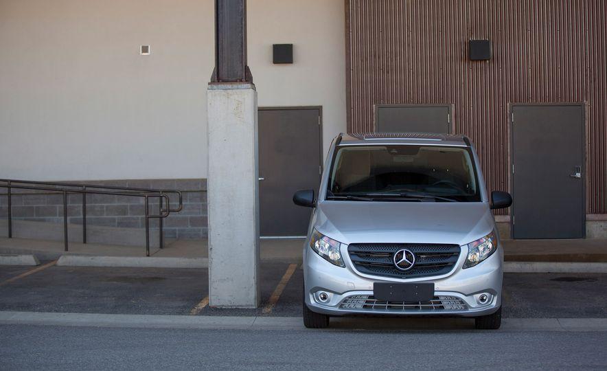 2016 Mercedes-Benz Metris van - Slide 6