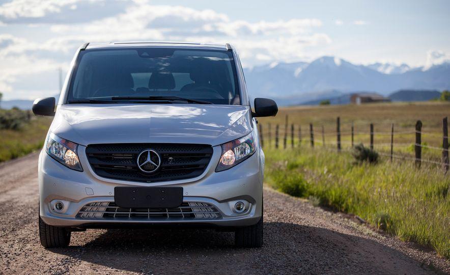 2016 Mercedes-Benz Metris van - Slide 12