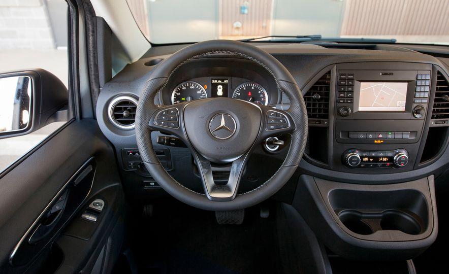 2016 Mercedes-Benz Metris van - Slide 27