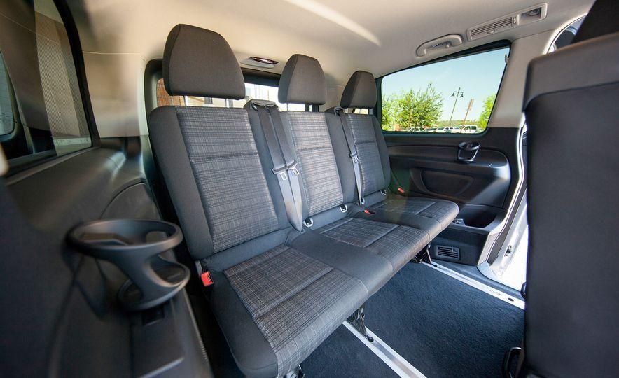 2016 Mercedes-Benz Metris van - Slide 30