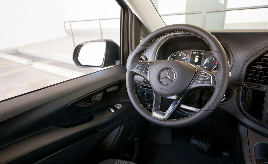 2016 Mercedes-Benz Metris van - Slide 51
