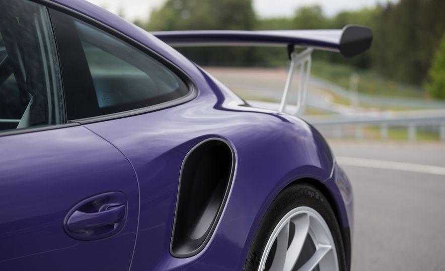 2016 Porsche 911 GT3 RS - Slide 29