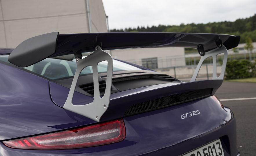 2016 Porsche 911 GT3 RS - Slide 30