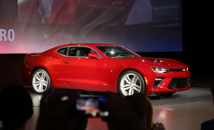 2016 Chevrolet Camaro RS - Slide 35