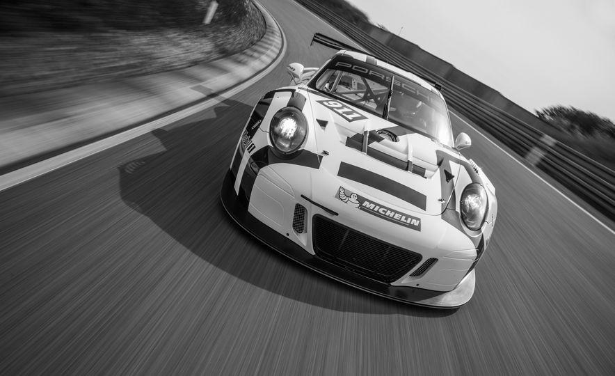 Porsche 911 GT3 R race car - Slide 3