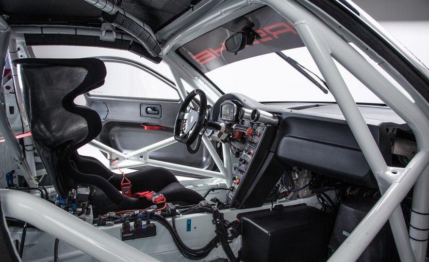 Porsche 911 GT3 R race car - Slide 8