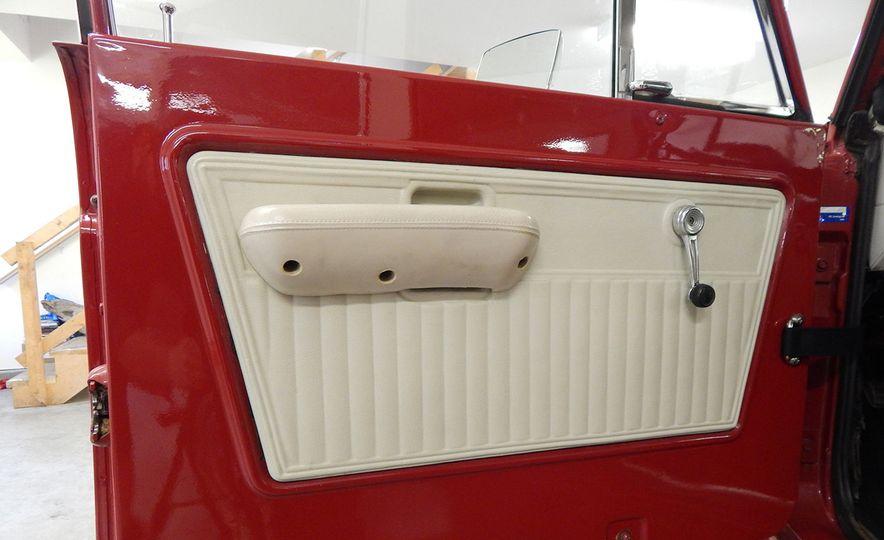 1970 Ford Bronco Sport - Slide 11