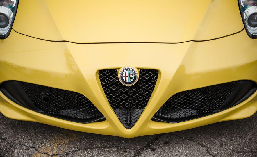 2015 Alfa Romeo 4C Spider - Slide 18