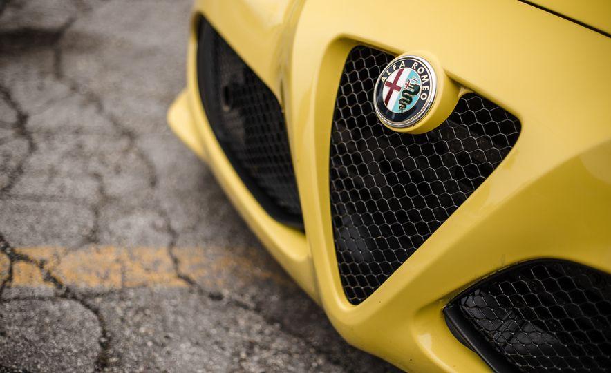 2015 Alfa Romeo 4C Spider - Slide 19