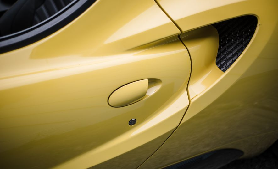 2015 Alfa Romeo 4C Spider - Slide 23