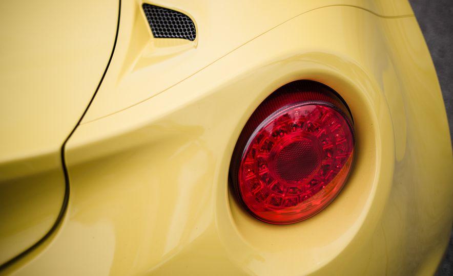 2015 Alfa Romeo 4C Spider - Slide 28