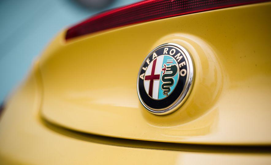 2015 Alfa Romeo 4C Spider - Slide 30