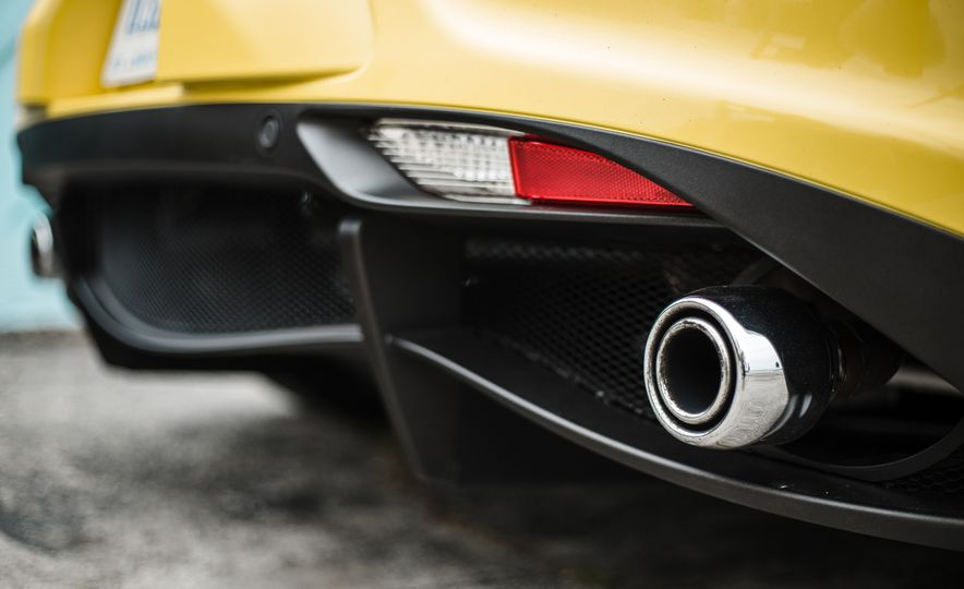 2015 Alfa Romeo 4C Spider - Slide 36