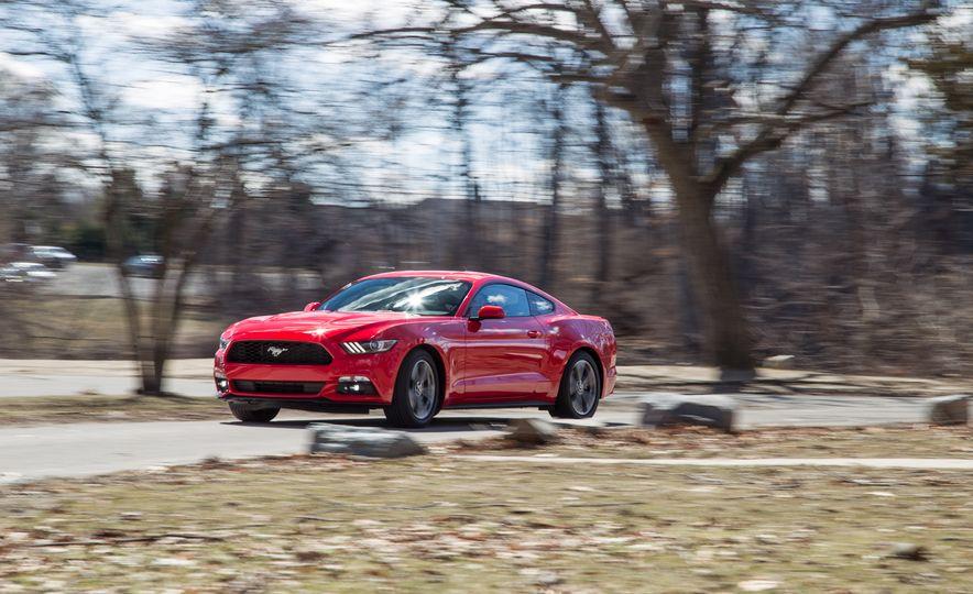 2015 Ford Mustang - Slide 2