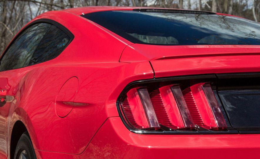 2015 Ford Mustang - Slide 8