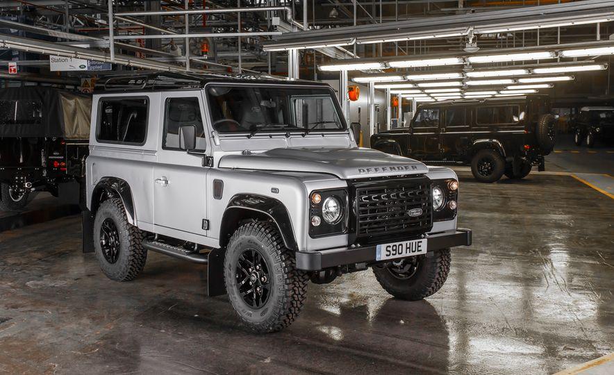 2015 Land Rover Defender 2,000,000 Edition - Slide 1