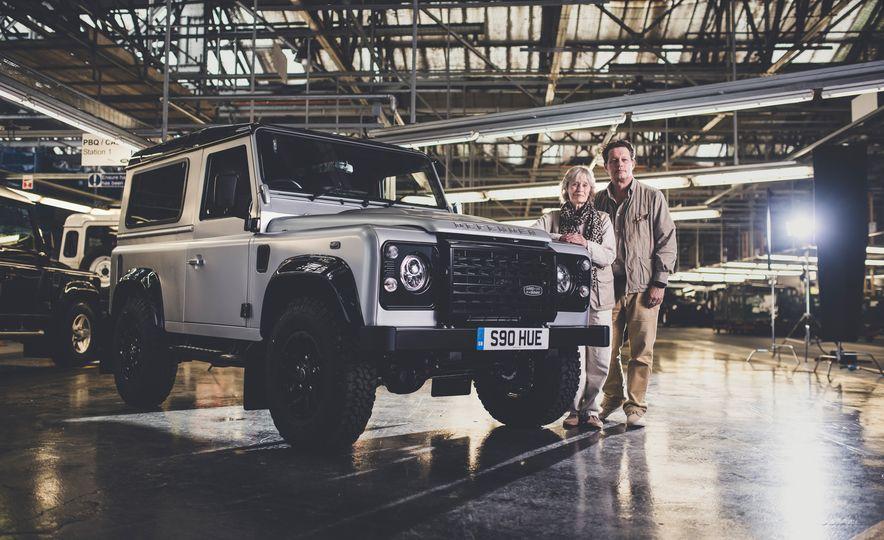2015 Land Rover Defender 2,000,000 Edition - Slide 2