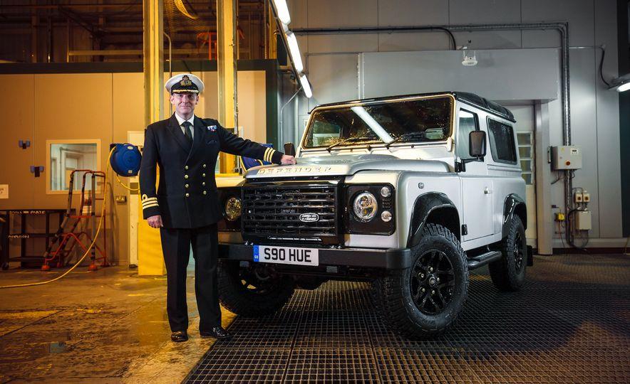2015 Land Rover Defender 2,000,000 Edition - Slide 3