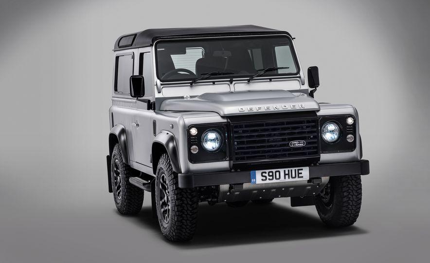 2015 Land Rover Defender 2,000,000 Edition - Slide 4
