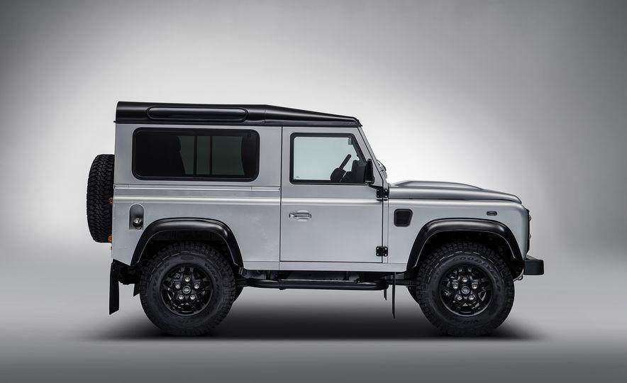 2015 Land Rover Defender 2,000,000 Edition - Slide 5